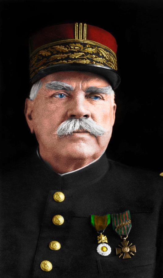 Quand les outils informatiques le permettent… Le portrait du Maréchal Joffre en couleur.